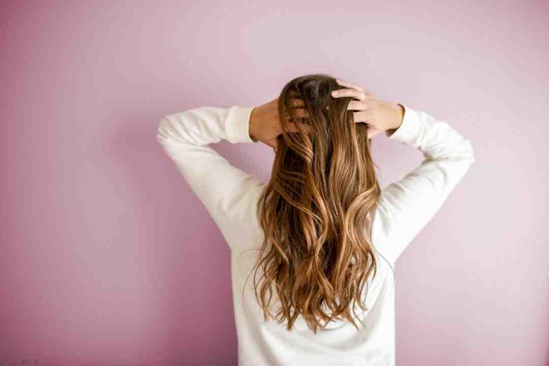 Comment colorer des cheveux décolorés