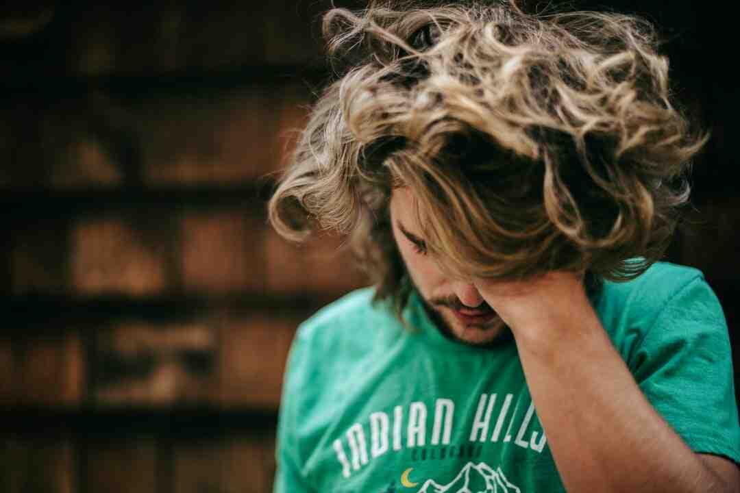 Comment porter les cheveux longs pour un homme